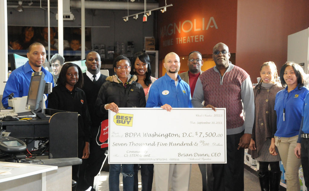 Best Buy of Bowie presents 2011 grant to BDPA-DC